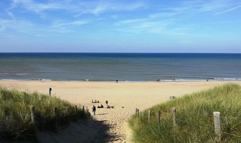 Nederland-kust-hotel-aan-zee