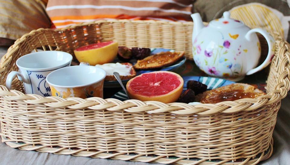 breakfast-bed-en-breakfast-ontbijt